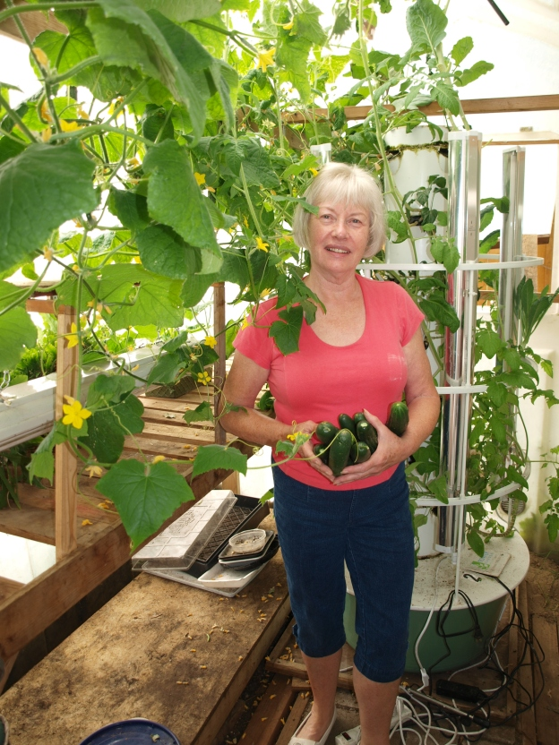 Hand Pollinate Tomatoes, Zucchini and other plants in Tower Garden